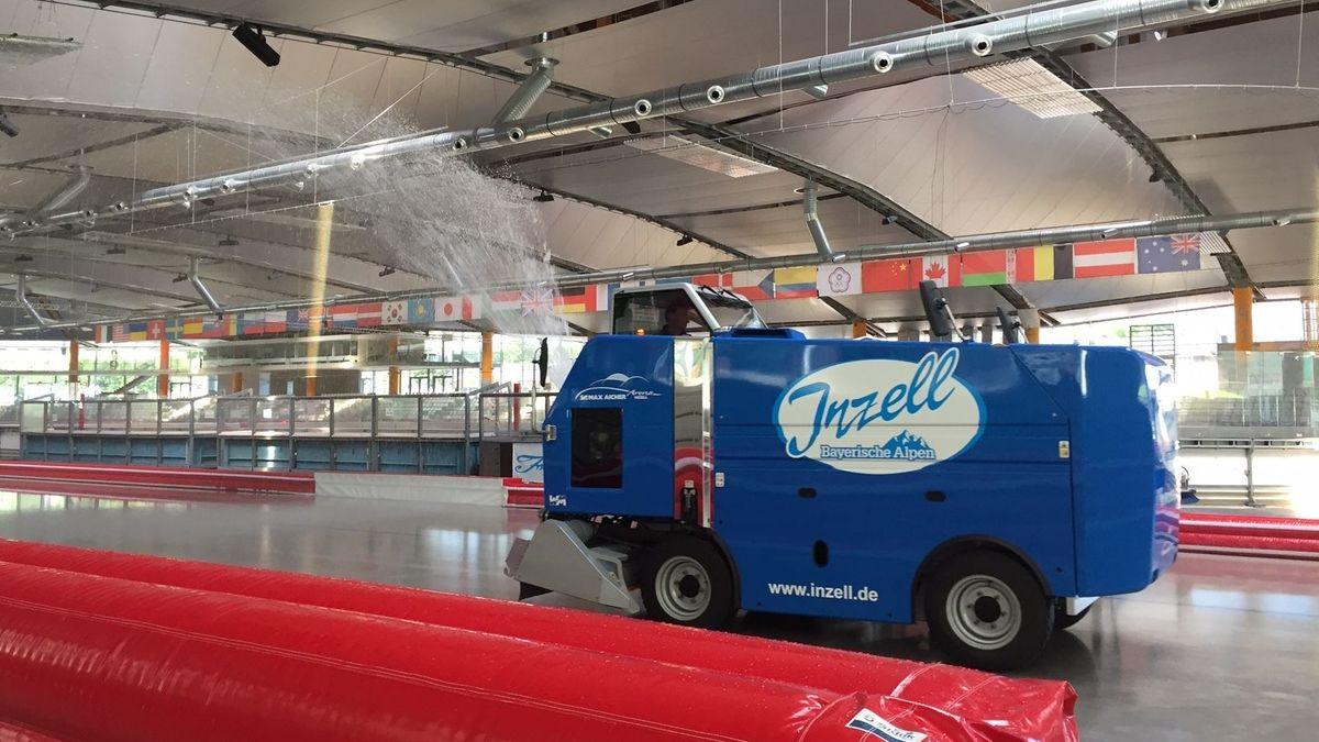 Im Sommer können in der Max-Aicher-Arena in Inzell internationale Sportler auf einer Eisbahn trainieren.