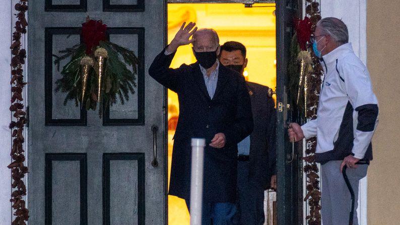 """Joe Biden, US-Präsident, verlässt die römisch-katholische Kirche """"St. Joseph on the Brandywine""""."""