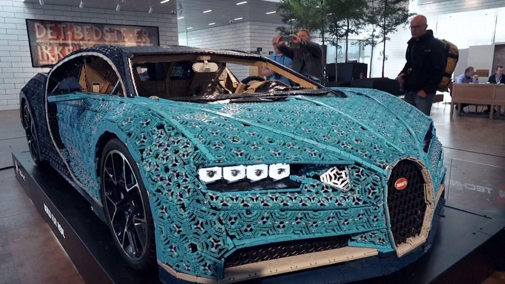 Ein Bugatti aus Lego-Elementen