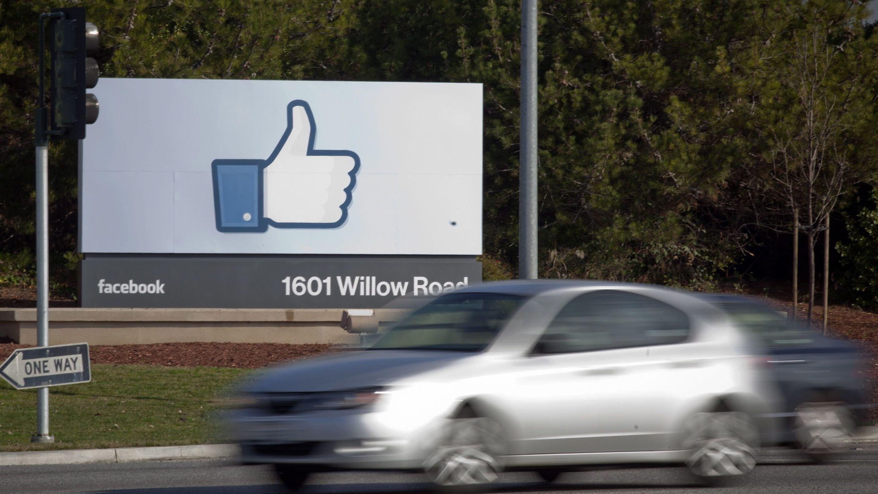 Seit Jahren wird Facebook vorgeworfen, die Verbreitung von Falschmeldungen und Propaganda aus dubiosen Quellen zu befeuern. Nun will das Netzwerk wieder einmal gegensteuern