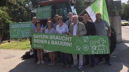 Landwirte demonstrieren am Mittwoch vor dem Landtag - am Tag der Abstimmung über das Artenschutz-Volksbegehren und das Begleitgesetz.   Bild:BR/Nikolaus Neumaier