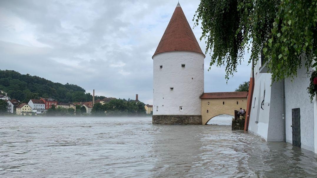 In Passau ist der Pegel bedrohlich angestiegen.