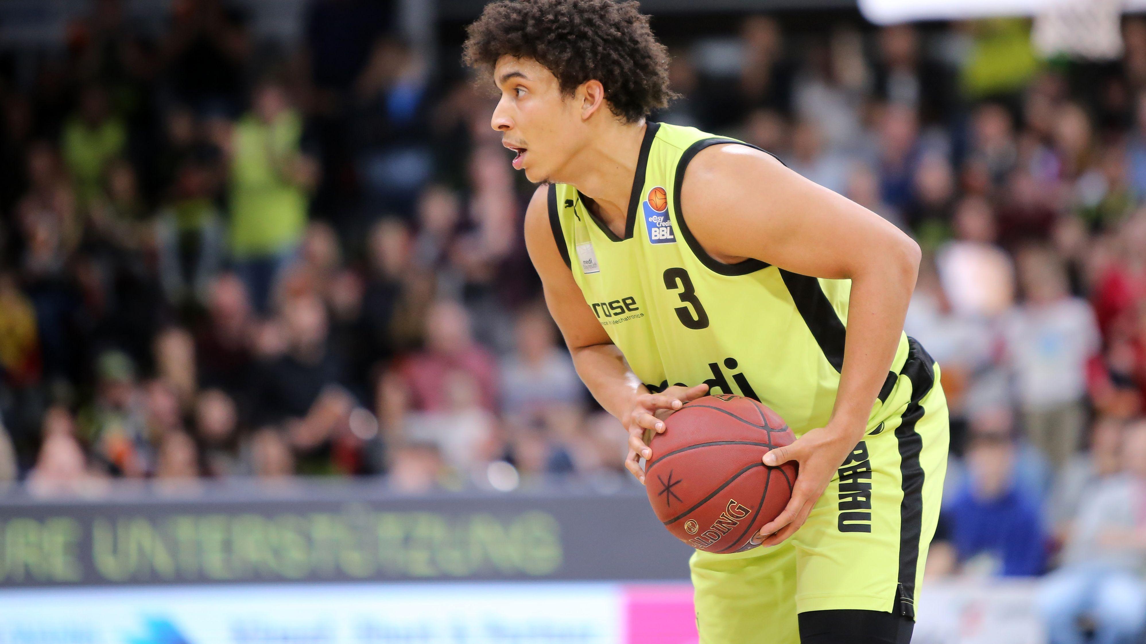 Basketballspieler James Robinson von Medi Bayreuth im Spiel gegen Ratiopharm Ulm.