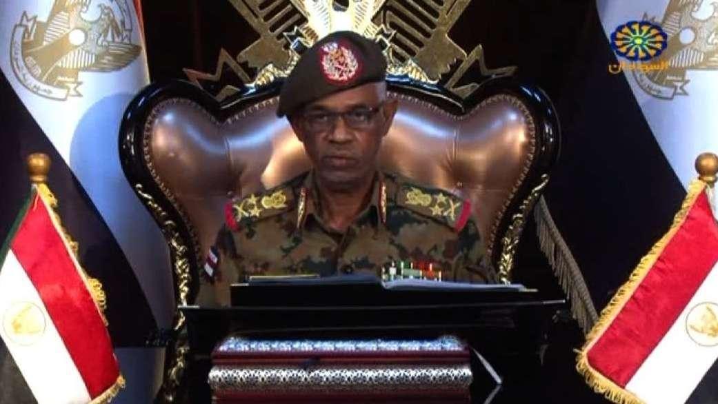 Sudanesischer Verteidigungsminister Awad Ibn Auf erklärt seinen Rücktritt