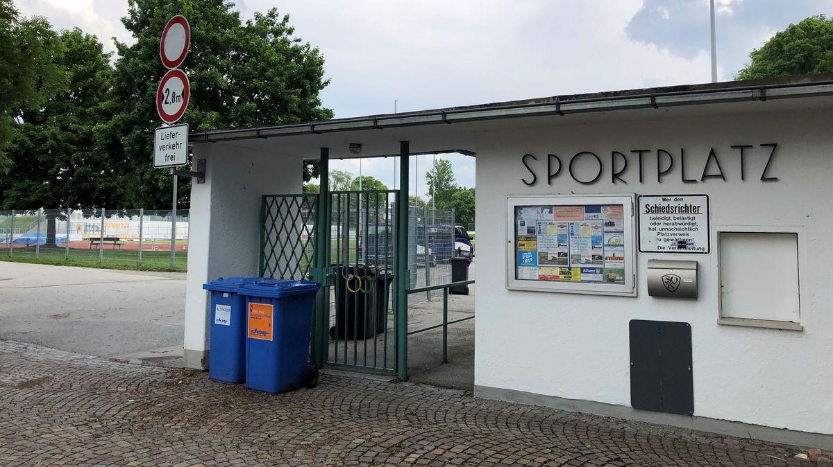 Noch ist Sport hinter dem Eingang angesagt, später vielleicht Studieren