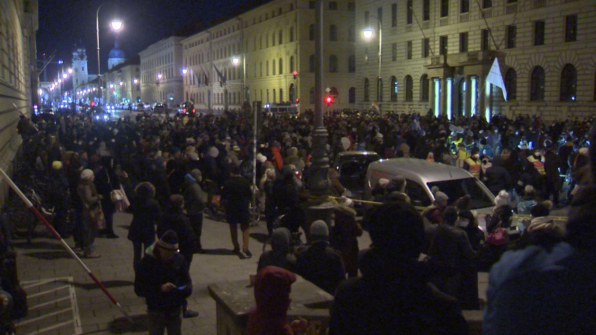 Demo gegen Corona-Maßnahmen trotz Ausgangssperre in München