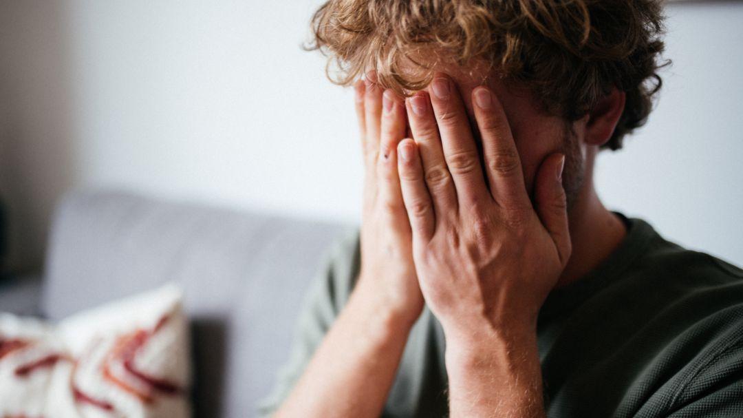 Viele Menschen sind – nicht nur in Corona-Zeiten – starker psychischer Belastung ausgesetzt. (Symbolbild)