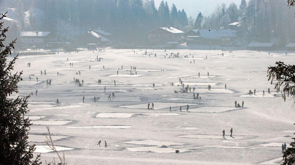 Hunderte Touristen und Einheimische tummelten sich am 4. Januar auf dem Spitzingsee.
