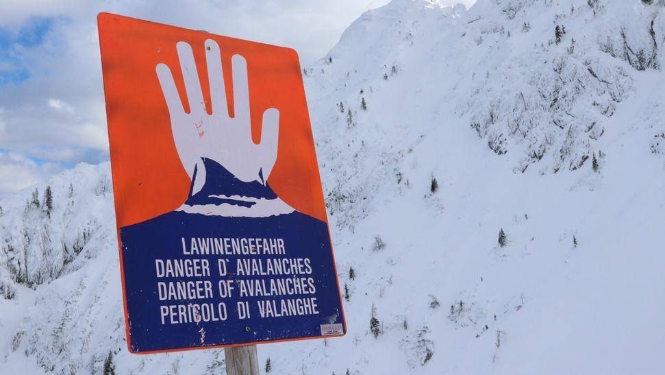 Warnschild Lawinengefahr (Symbolbild)