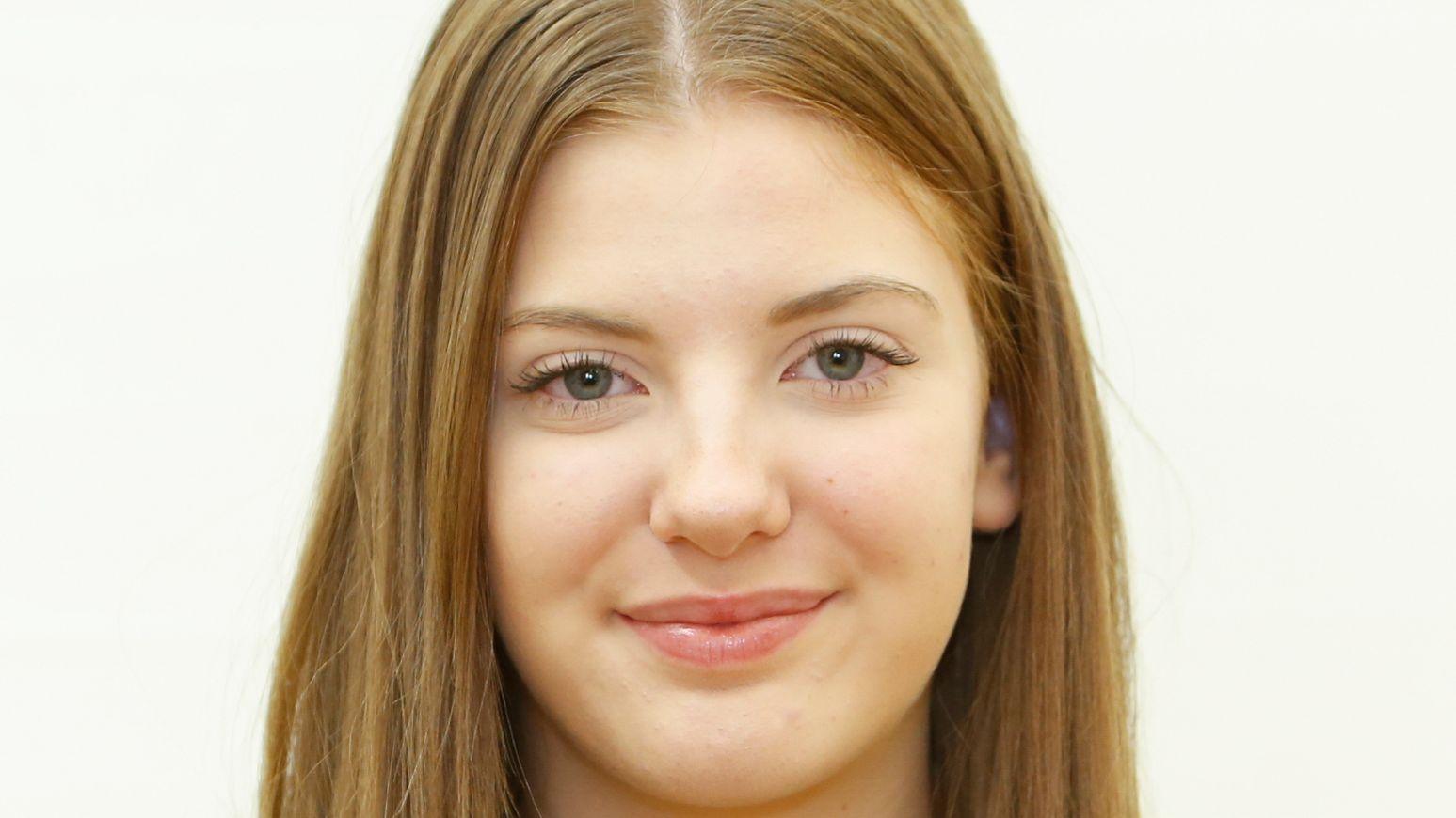 Die 16 Jahre alte Teresa Geweniger besucht die Adam-Kraft-Realschule in Nürnberg. Ihre Hobbys sind Gardetanz und Sport.