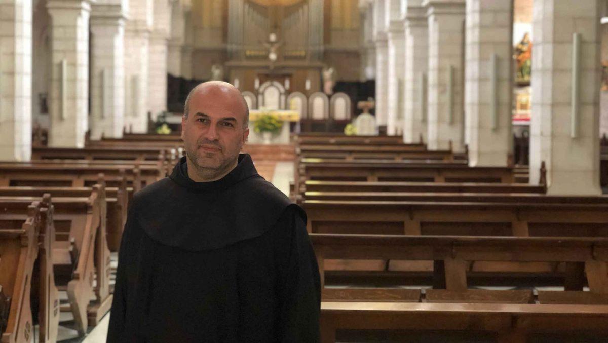 Mönch Rami Asakrieh steht im katholischen Teil der Geburtskirche.