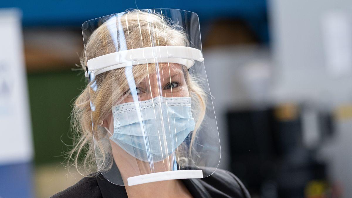 Gesichtsschilder sollen vor Infektionen mit dem Coronavirus schützen