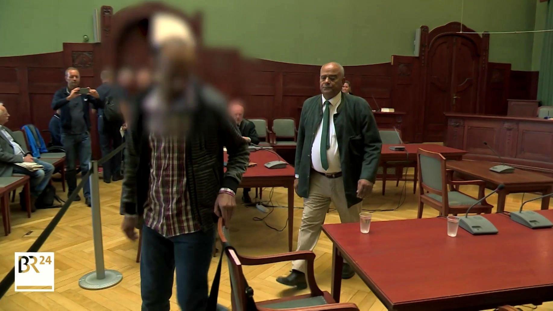 Der Angeklagte im Gerichtssaal in Bayreuth