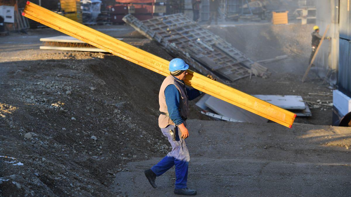Bauarbeiter auf einer Münchner Großbaustelle