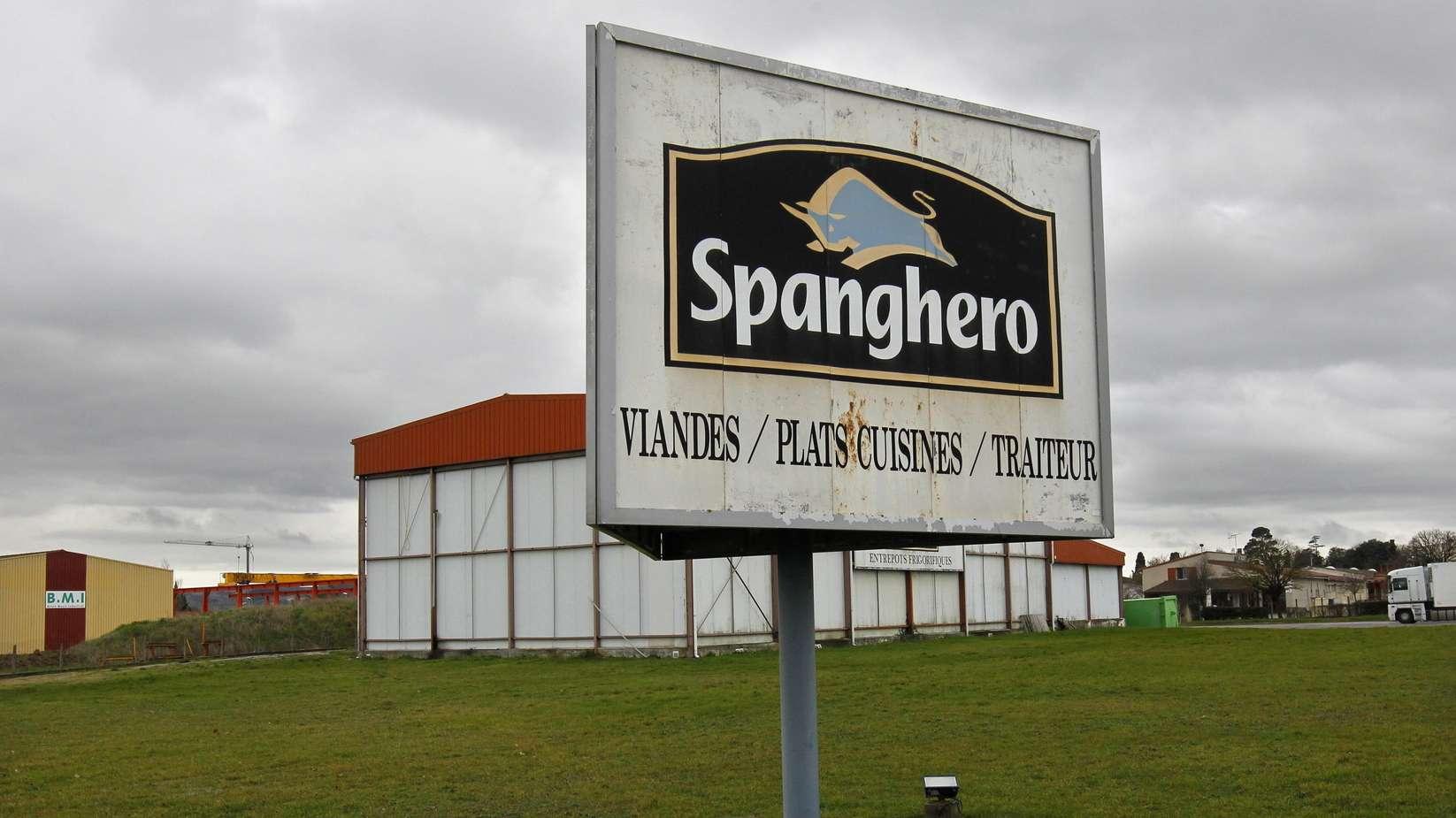 Das Schild des französischen Großhändlers Spanghero steht vor der Fabrik in Castelnaudary.