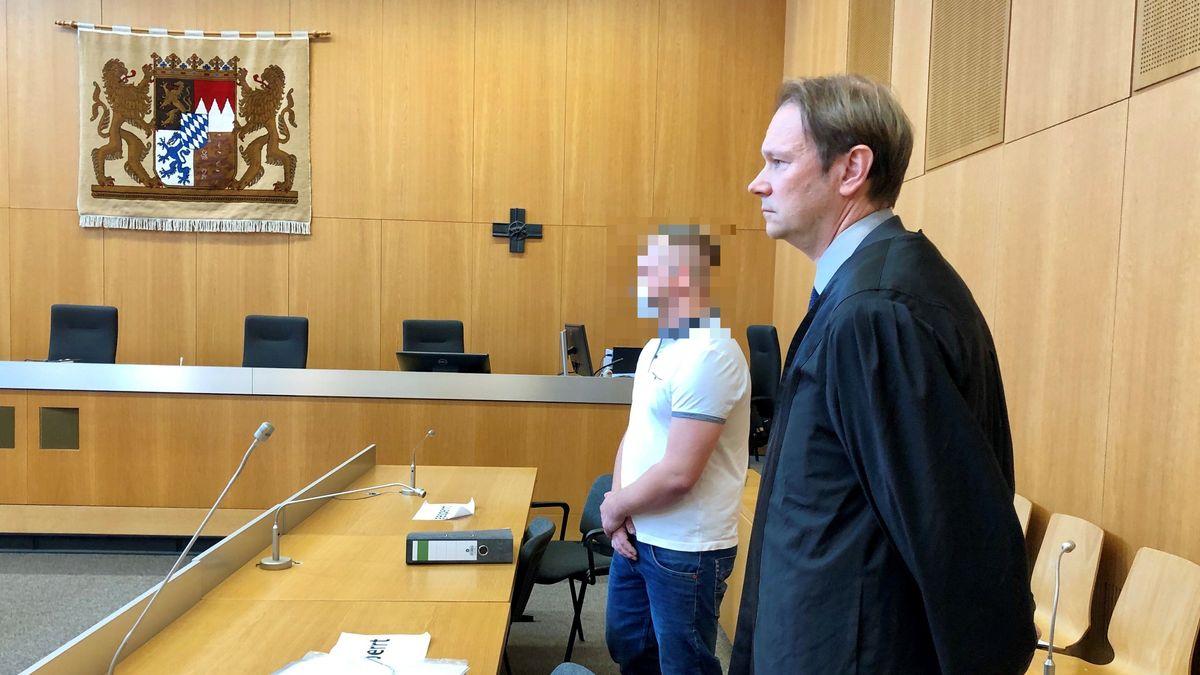 Der Angeklagte und sein Anwalt im Landgericht Landshut