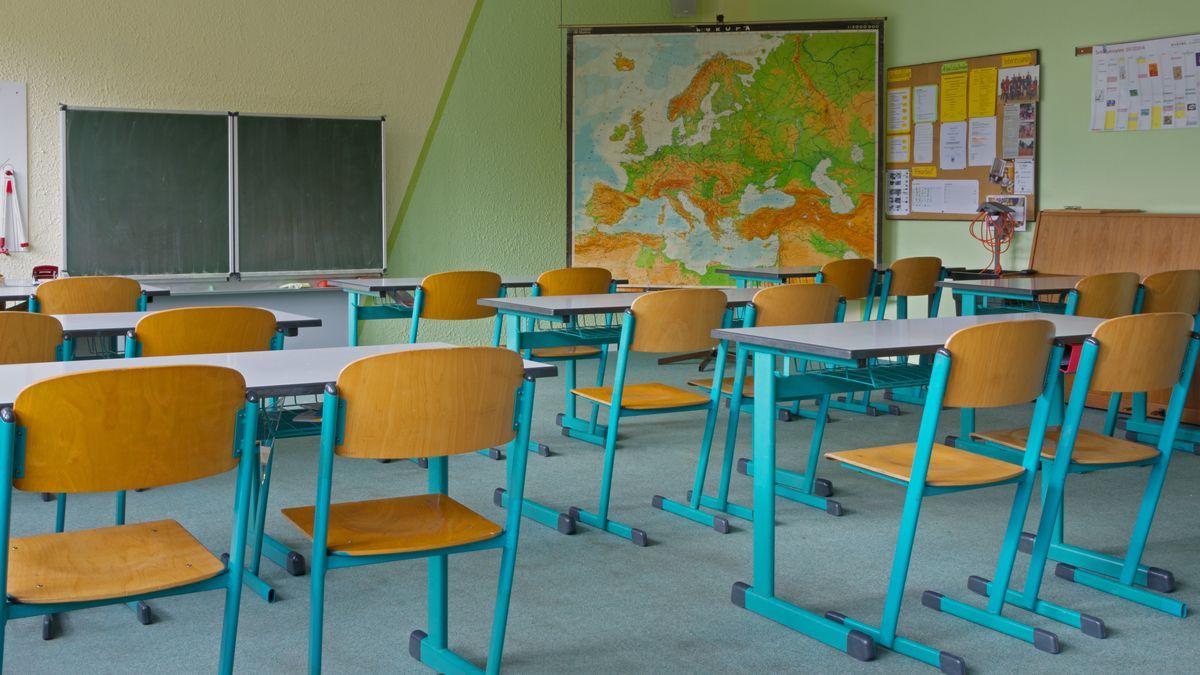 In der Oskar-Sembach-Realschule in Lauf bleiben einige Klassenzimmer vorübergehend leer (Symbolbild)