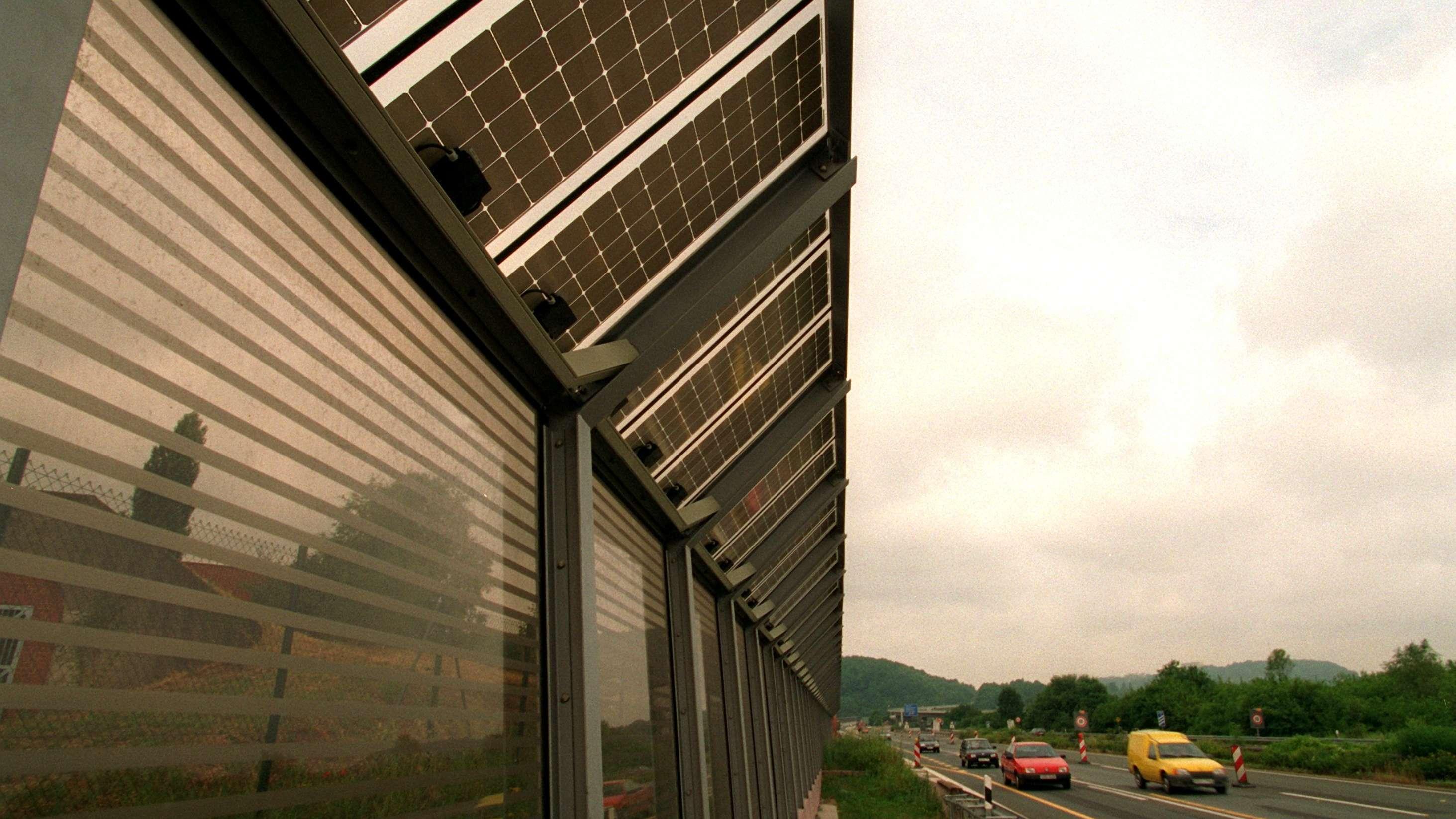 Lärmschutzwand mit Fotovoltaik (Symbolbild)