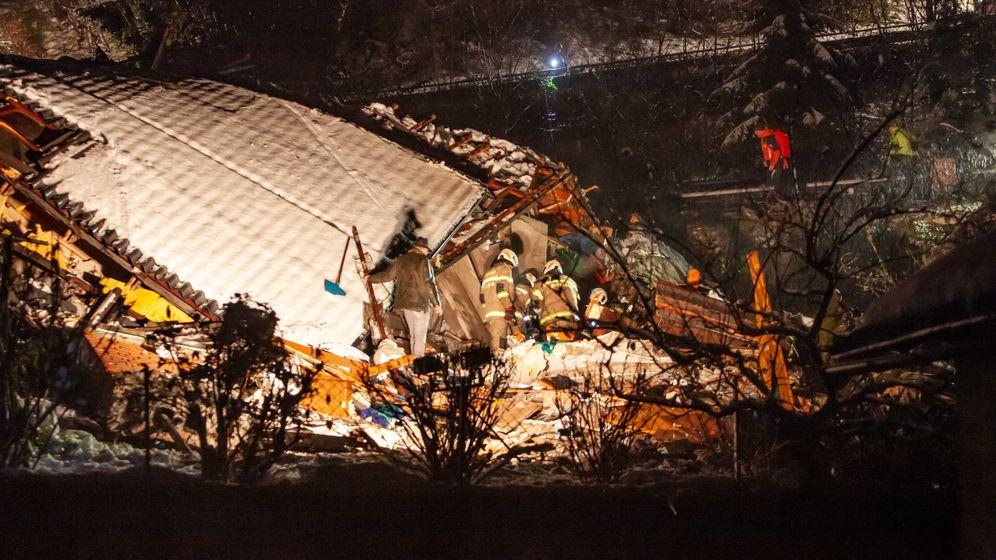 In Bad Gastein ist eine Mure auf zwei Wohnhäuser niedergegangen   Bild:picture alliance / FMT-PICTURES / APA / picturedesk.com