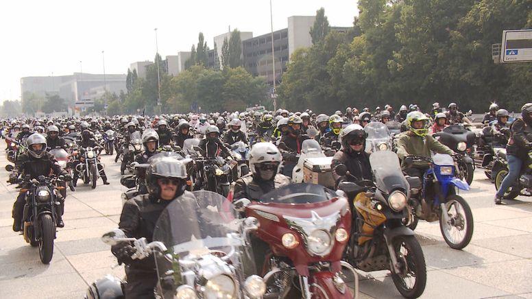 Rund 1.800 Biker haben in Nürnberg gegen Straßensperrungen und Fahrverbote demonstriert | Bild:BR