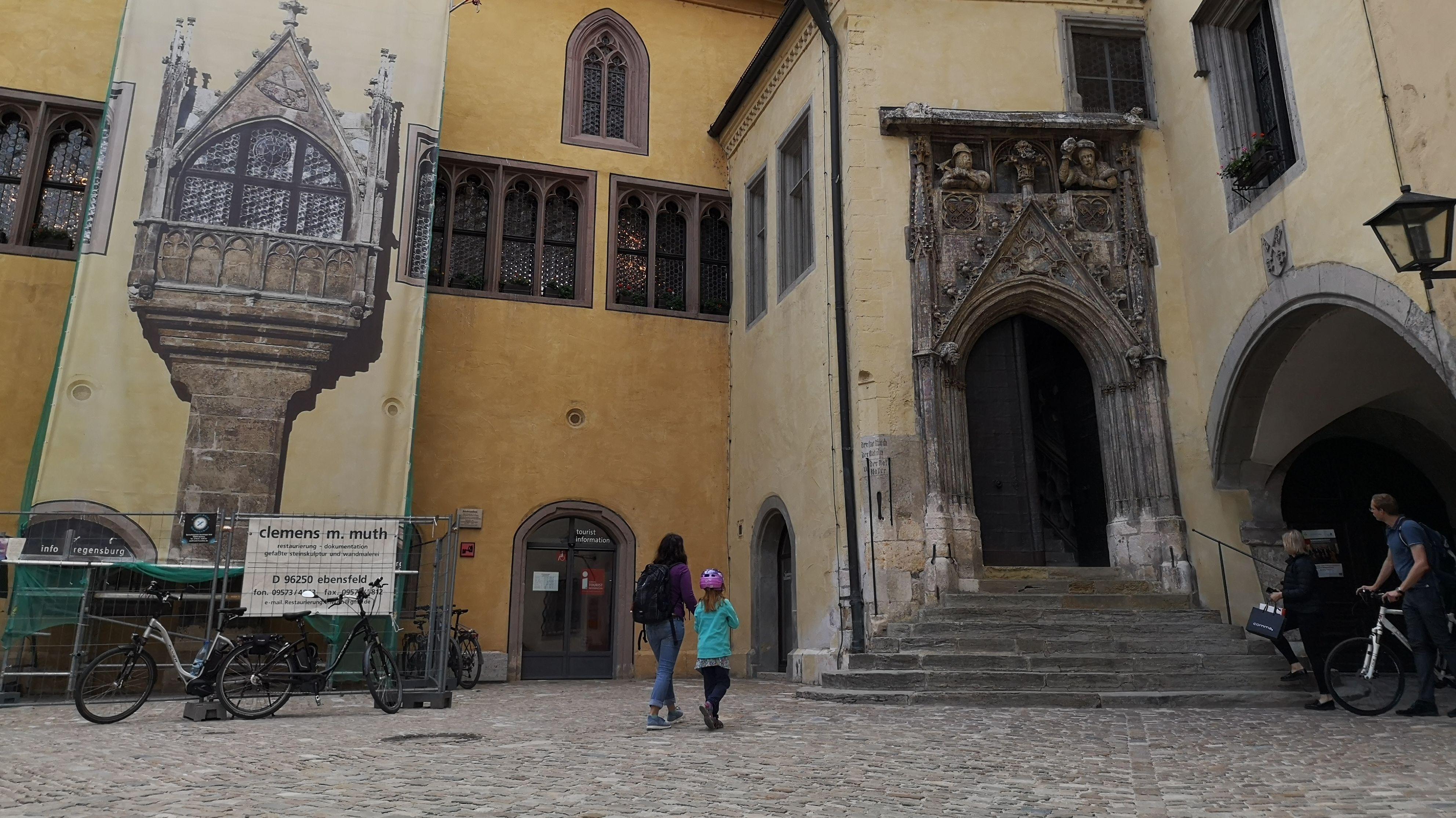 Eingang zum Alten Rathaus in Regensburg