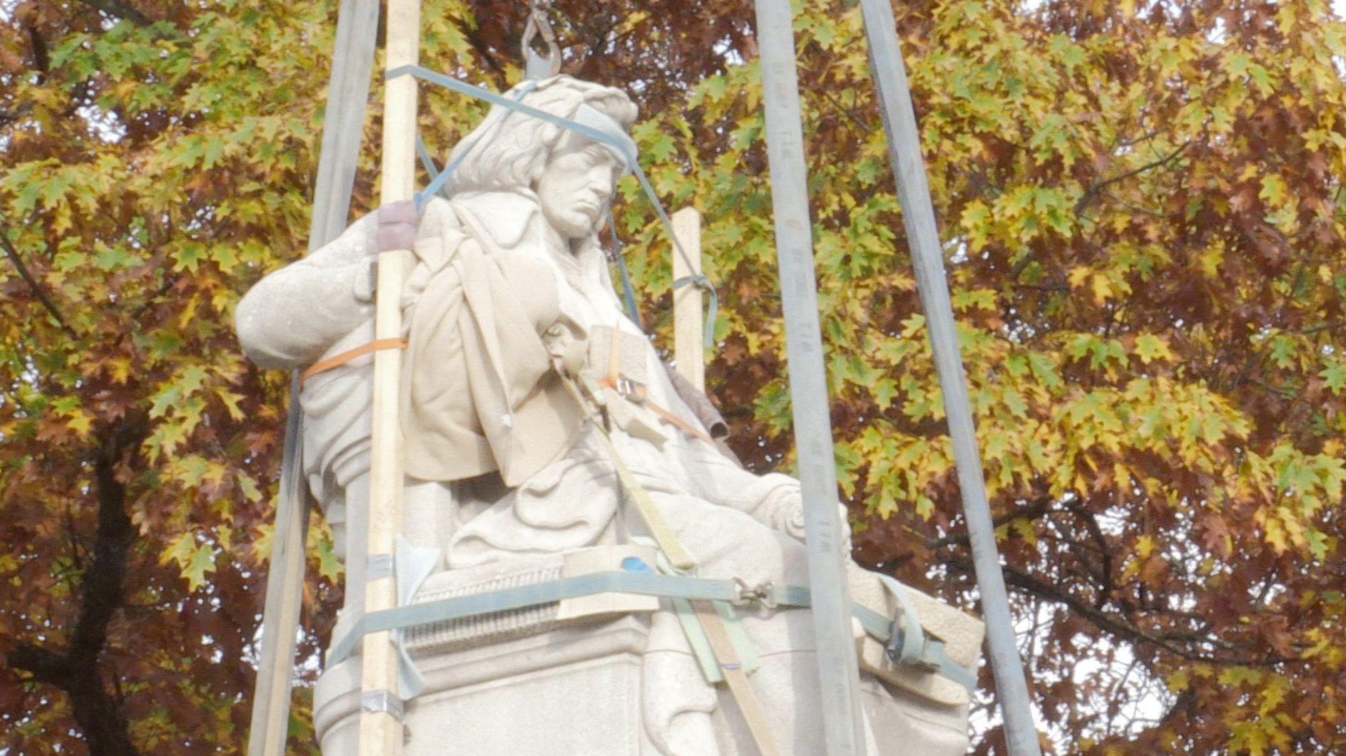 Beethoven-Statue auf der Nürnberger Hallerwiese an ihrem neuen Standort