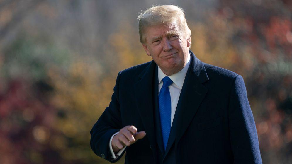 ^Donald Trump im Garten des Weißen Hauses am 02.12.2020 | Bild:picture alliance / Consolidated News Photos | Chris Kleponis - Pool via CNP