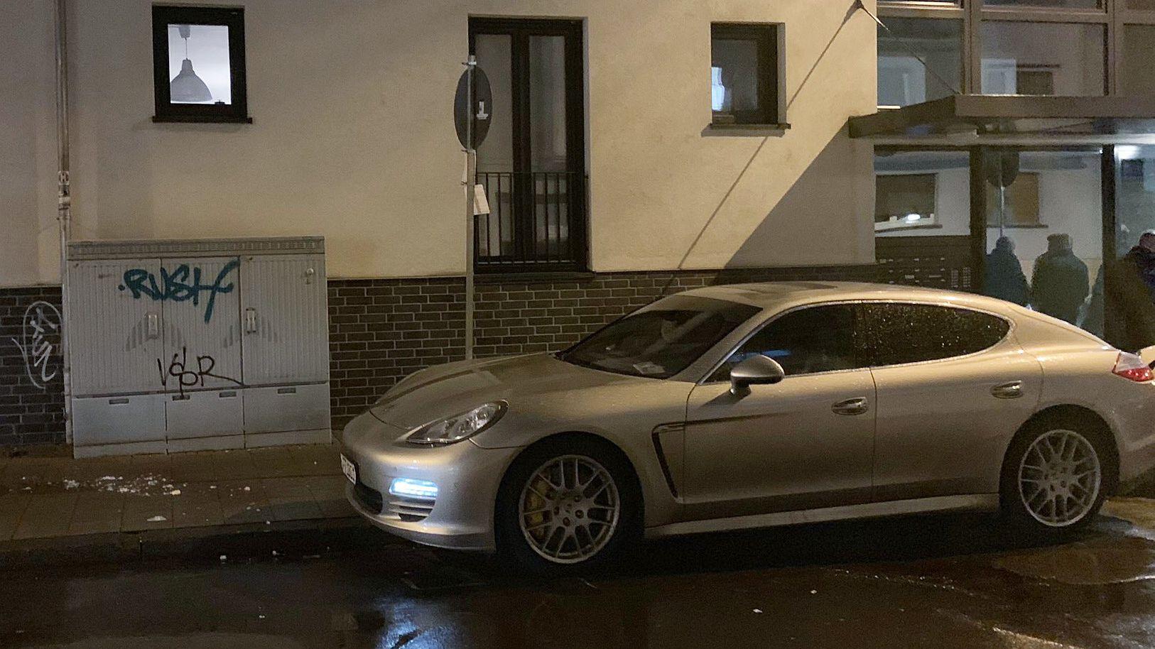 09.05.2019: Porsche mit Einschussloch - Eine 44 Jahre alte Frau ist im hessischen Offenbach auf offener Straße erschossen worden.