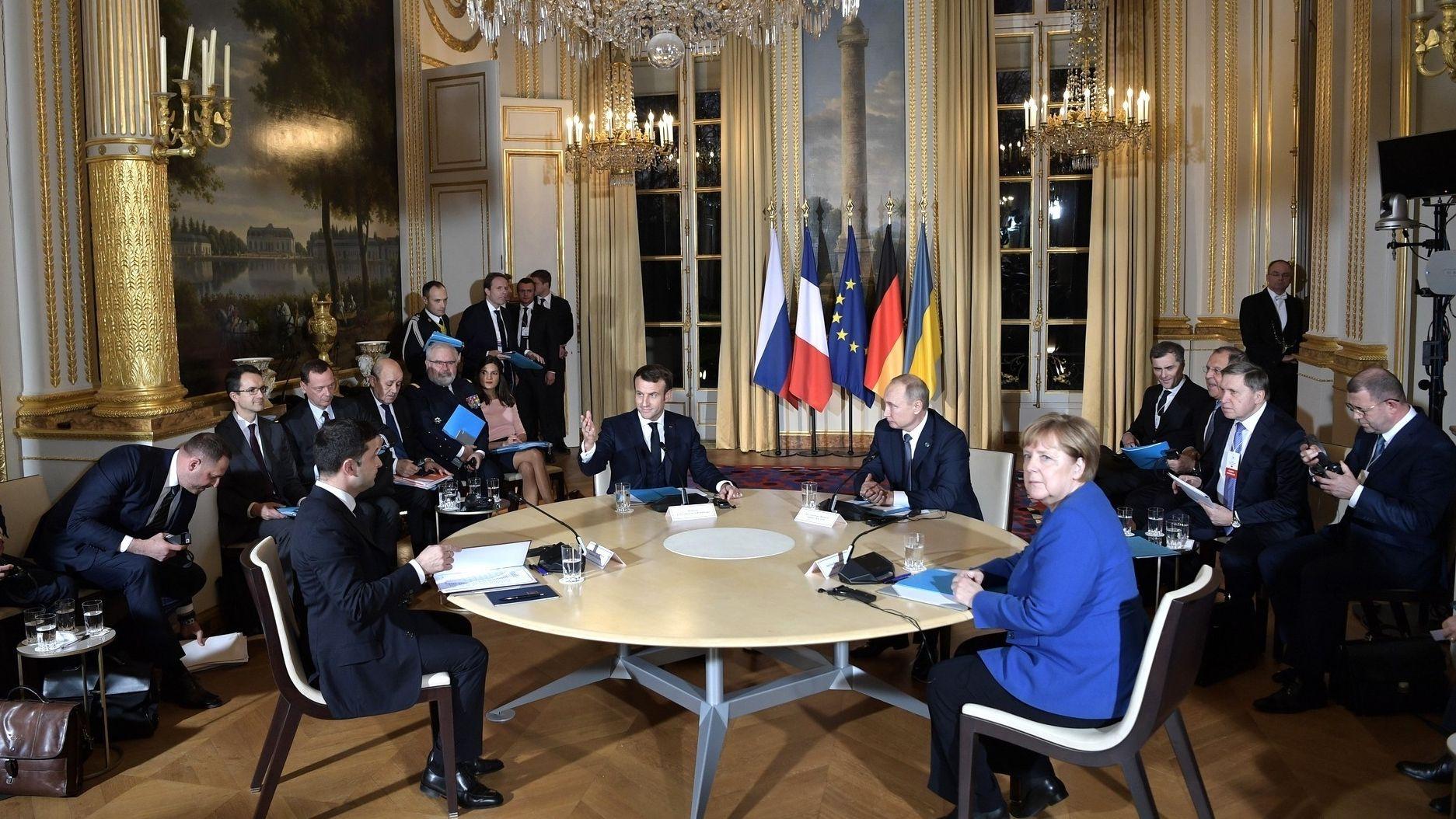 Paris - Treffen Merkel und Putin