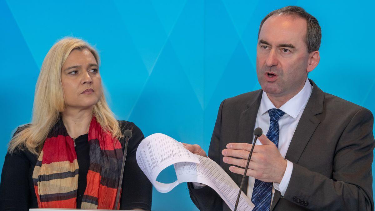 Archivbild: Gesundheitsministerin Huml und Wirtschaftsminister Aiwanger