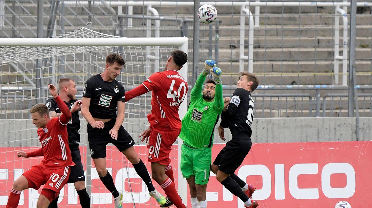 Spielszene FC Bayern München II - 1. FC Kaiserslautern