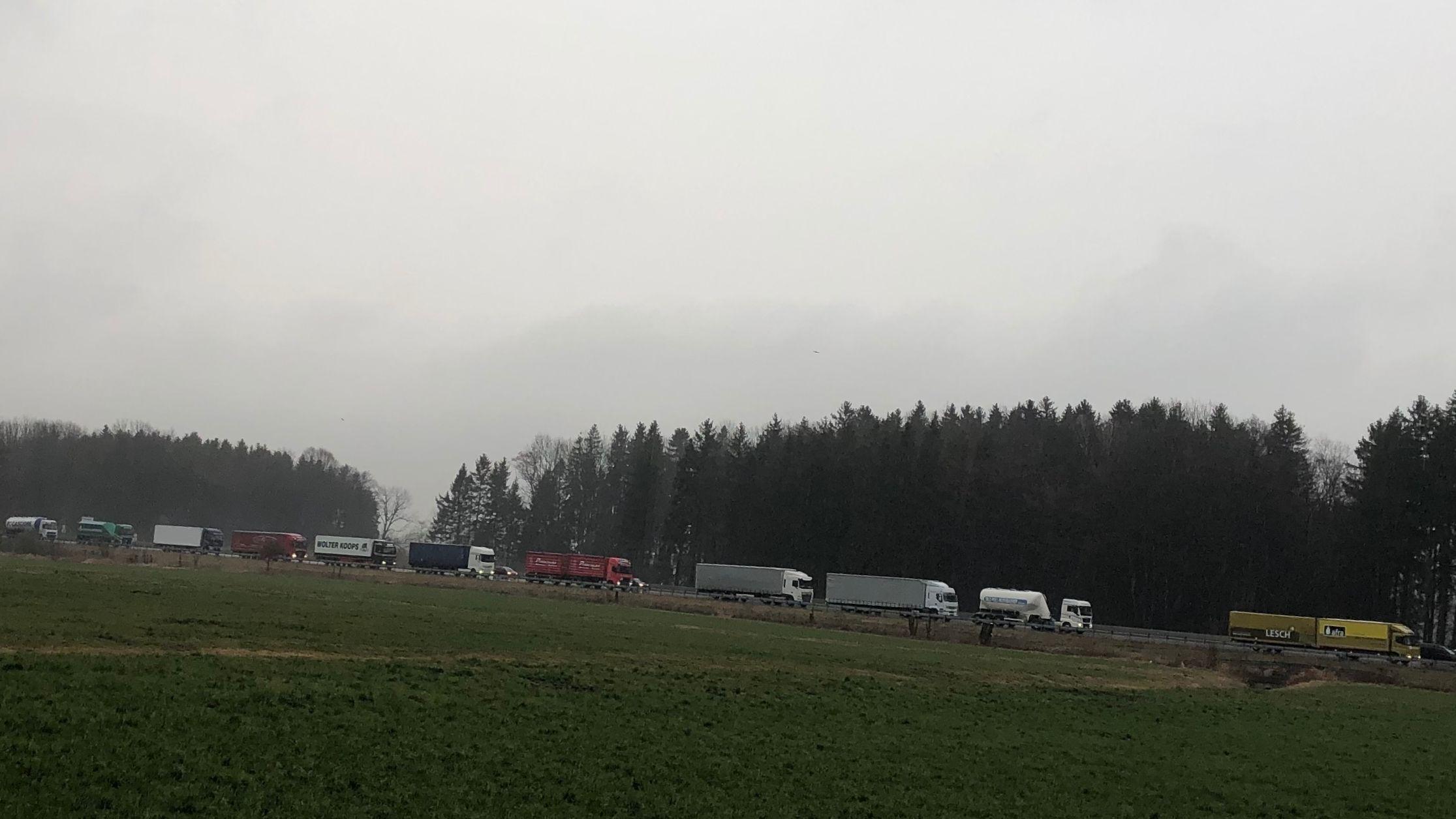 LKW-Stau im Inntal wegen Blockabfertigung