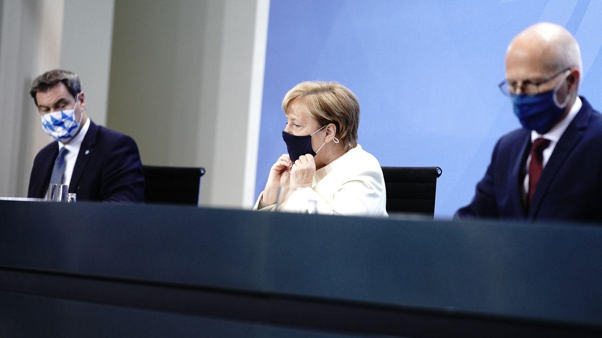 Ministerpräsident Söder (l.), Kanzlerin Merkel und Hamburgs OB Tschentscher (r.)