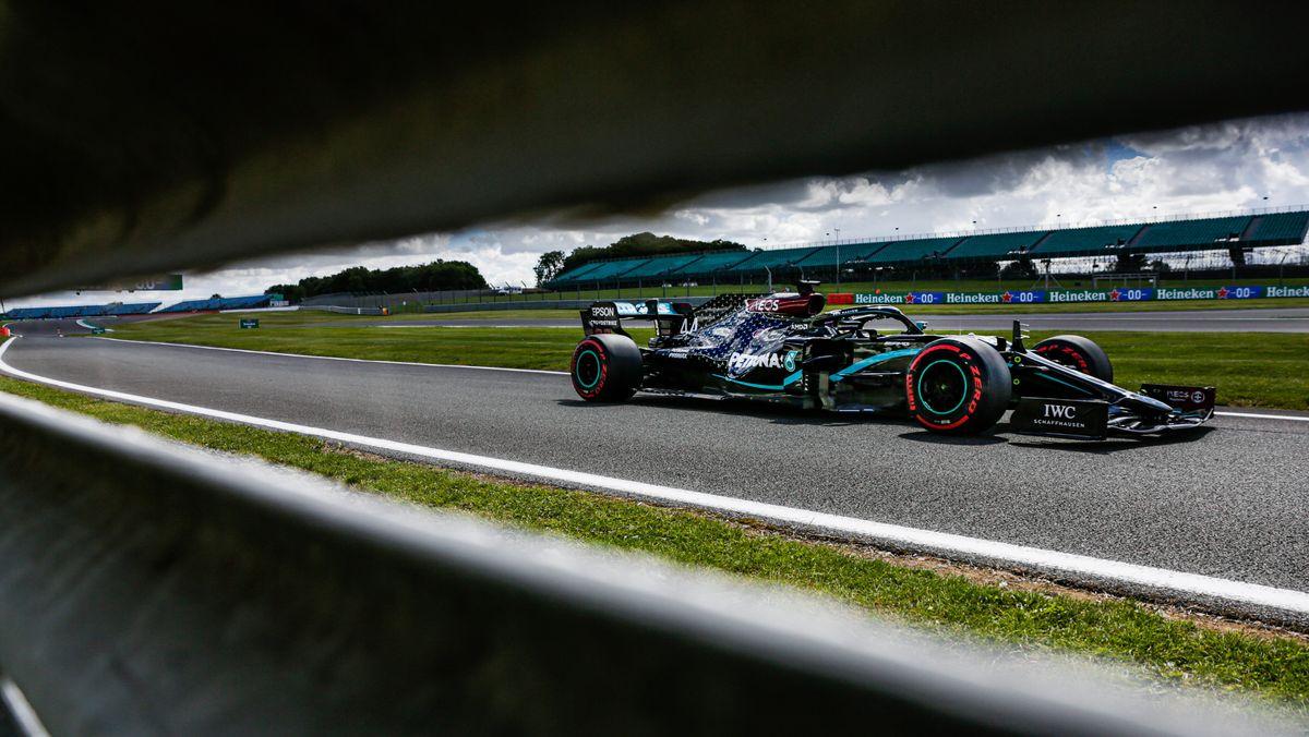 Formel 1 in Silverstone: Lewis Hamilton beim Qualifying