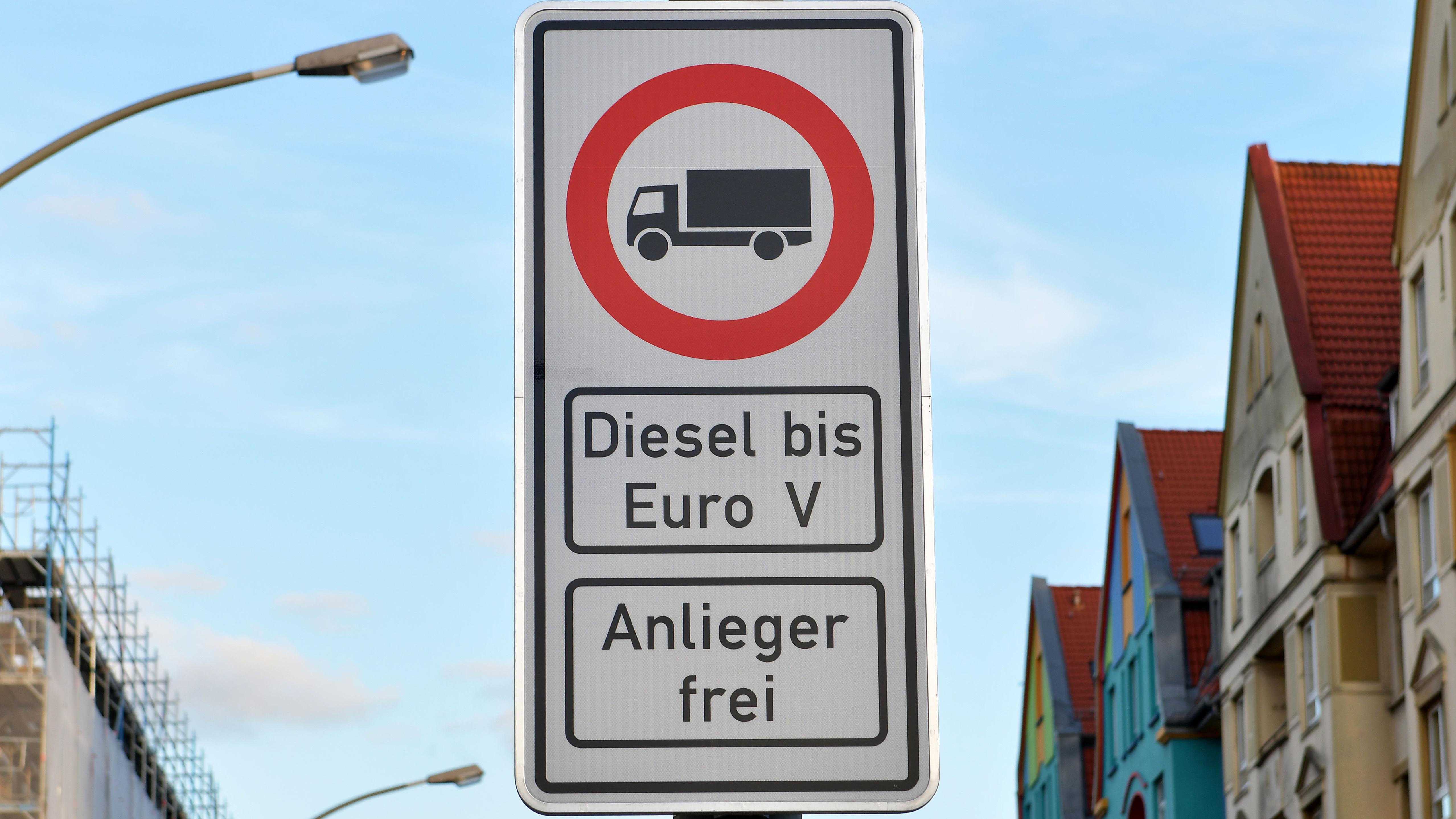 Fahrverbotsschilder für Fahrzeuge mit Dieselmotor
