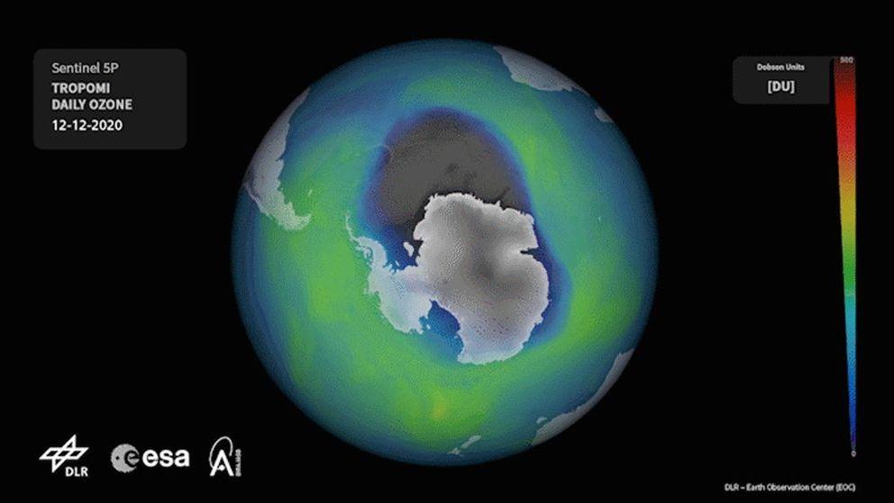 Ozonloch über der Antarktis am 12. Dezember 2020: Das Ozonloch, das im antarktischen Winter 2020 von März bis September besonders groß war, hat sich diesmal auch bis in den Sommer am Südpol gehalten: Noch Anfang Dezember 2020 war es riesig
