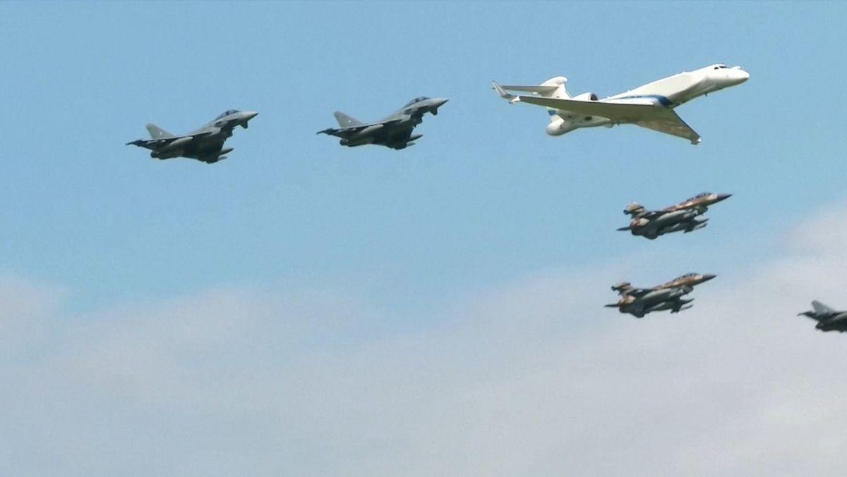 Mit einem gemeinsamen Überflug haben Piloten der deutschen und der israelischen Luftwaffe der Opfer des Olympia-Attentats im Jahre 1972 gedacht.