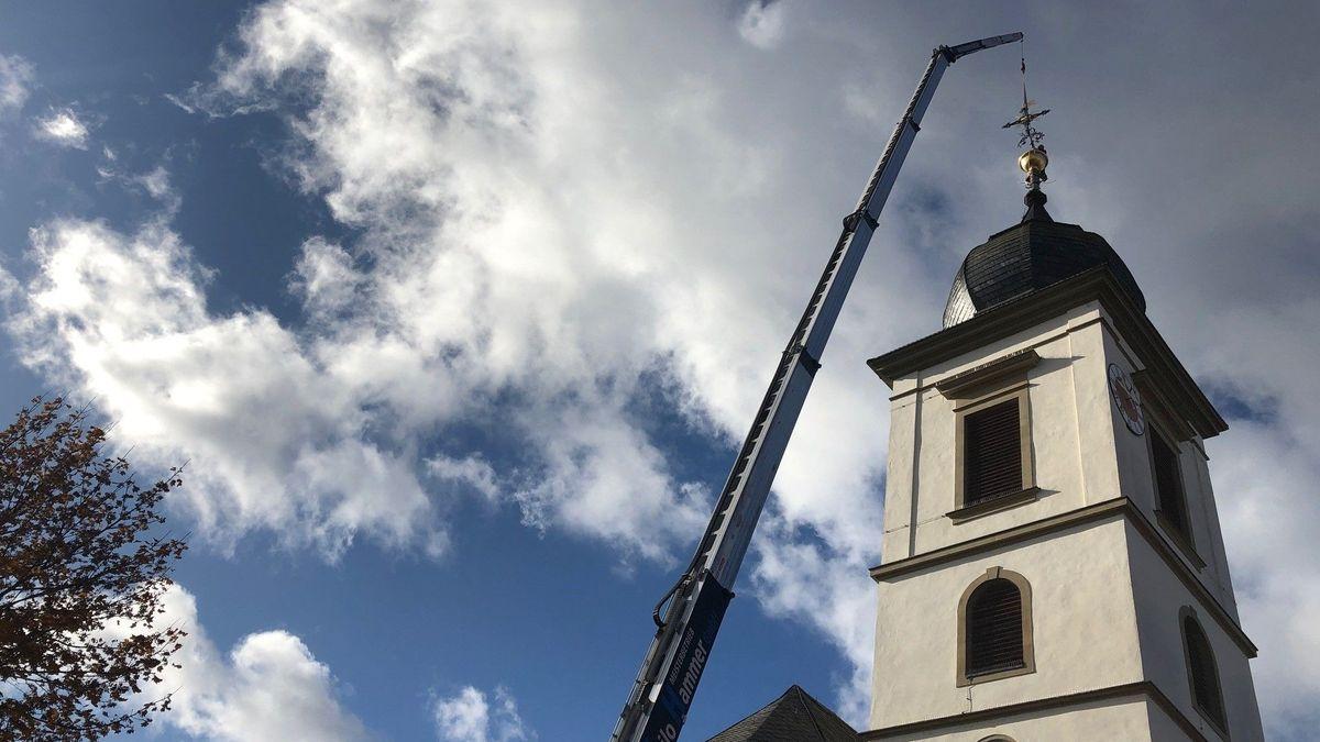 Das Kreuz kommt wieder auf den Kirchturm in Unterpleichfeld.