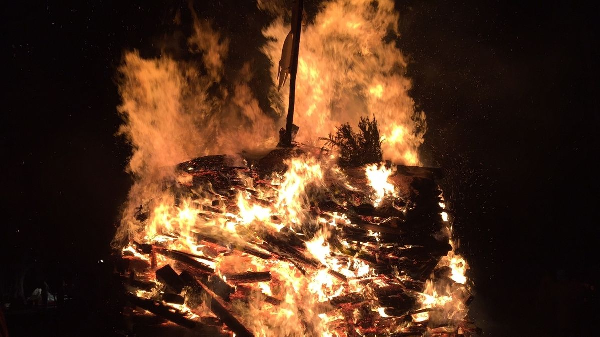 Funkenfeuer in Niedersonthofen im Oberallgäu