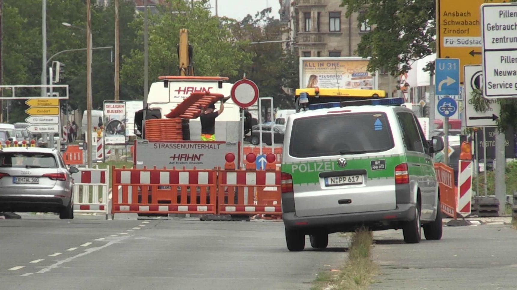 Die Hauptverkehrsachse zwischen Nürnberg und Fürth ist auf Höhe Stadtgrenze komplett gesperrt