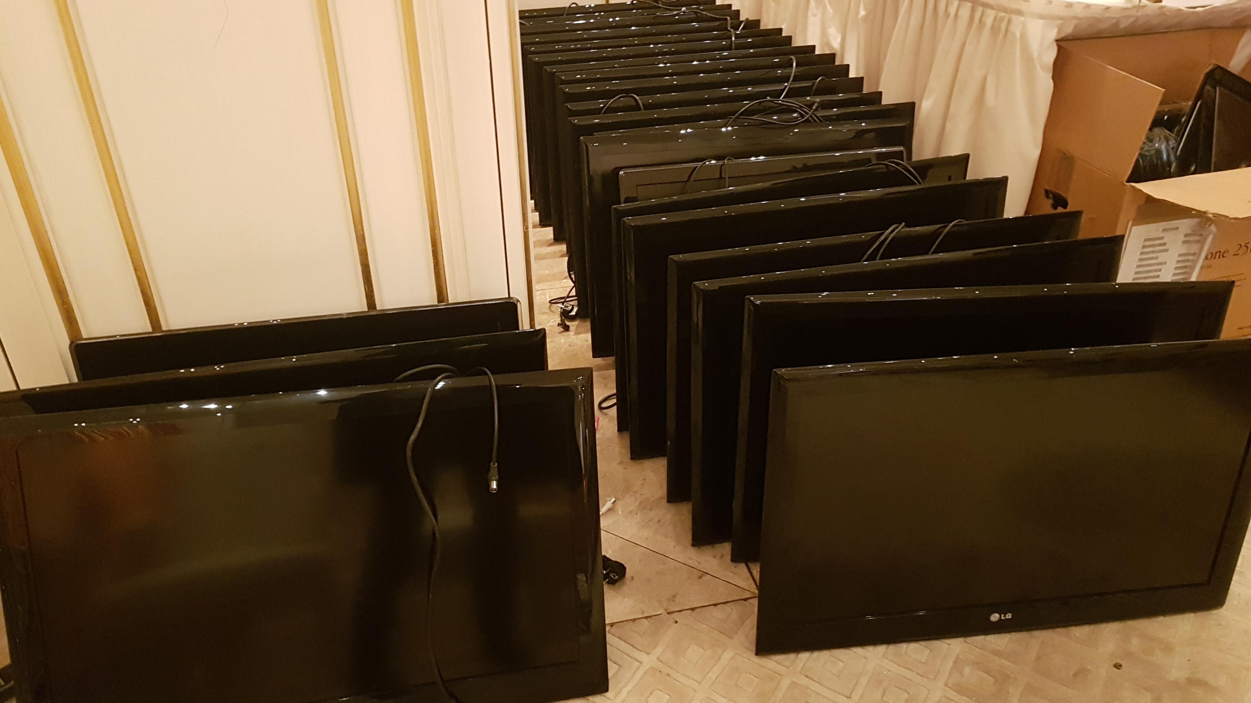 Zu verkaufen: Flachbildschirme.