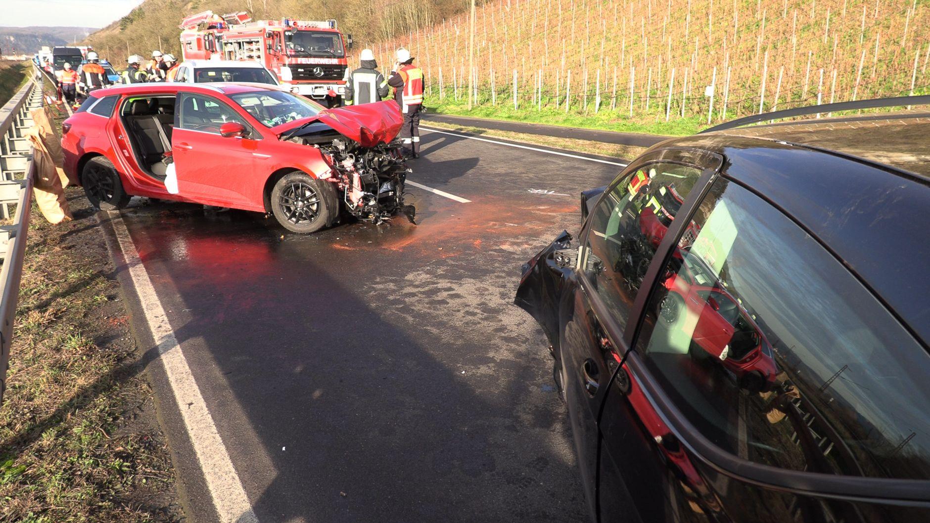 Schwerer Verkehrsunfall auf der B27 bei Himmelstadt