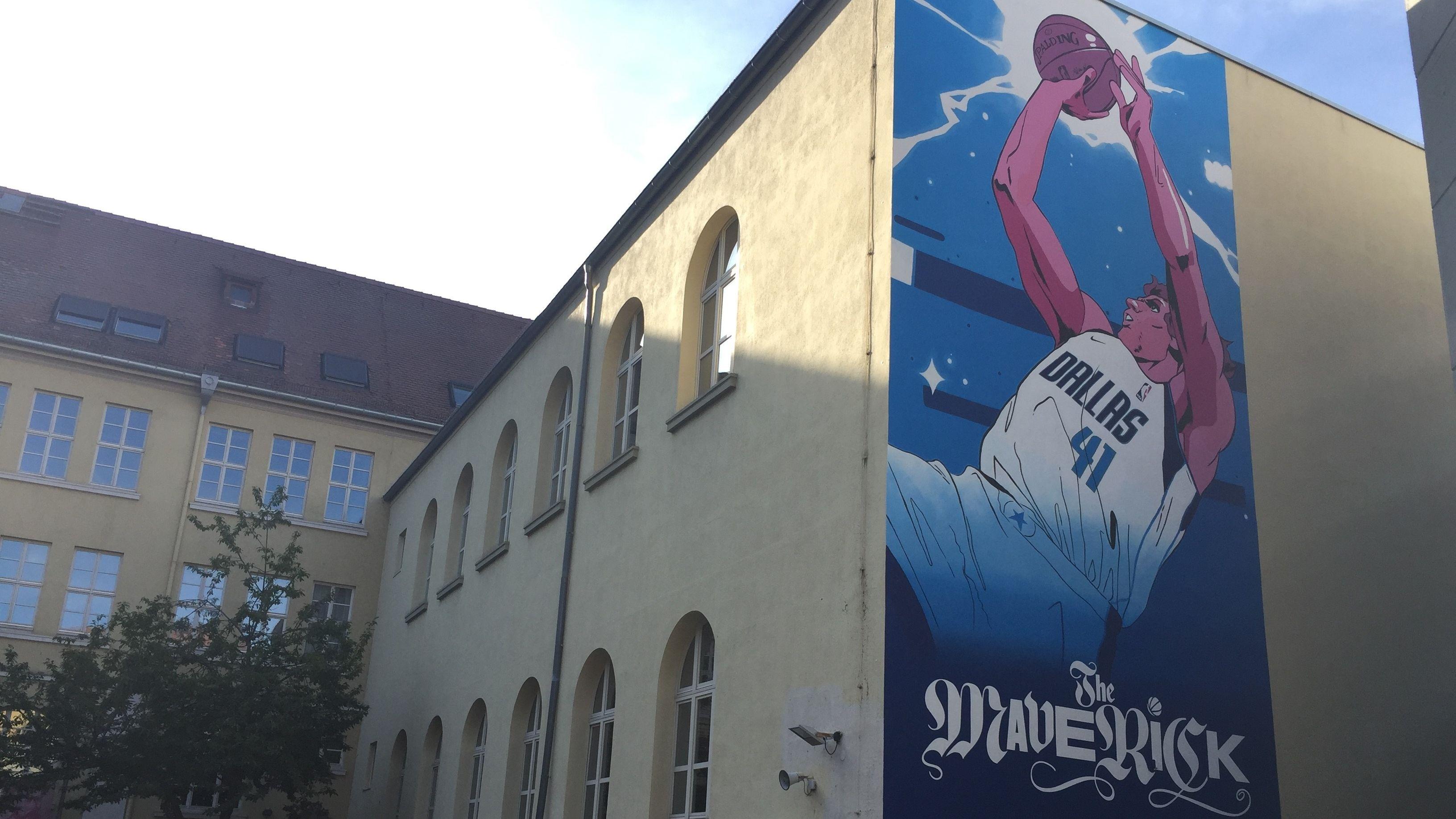 Dirk-Nowitzki-Wandbild (Röntgen-Gymnasium)