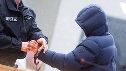 Medien nennen die Herkunft von Tatverdächtigen bei Gewalttaten immer öfter. | Bild:dpa-Bildfunk/Julian Stratenschulte