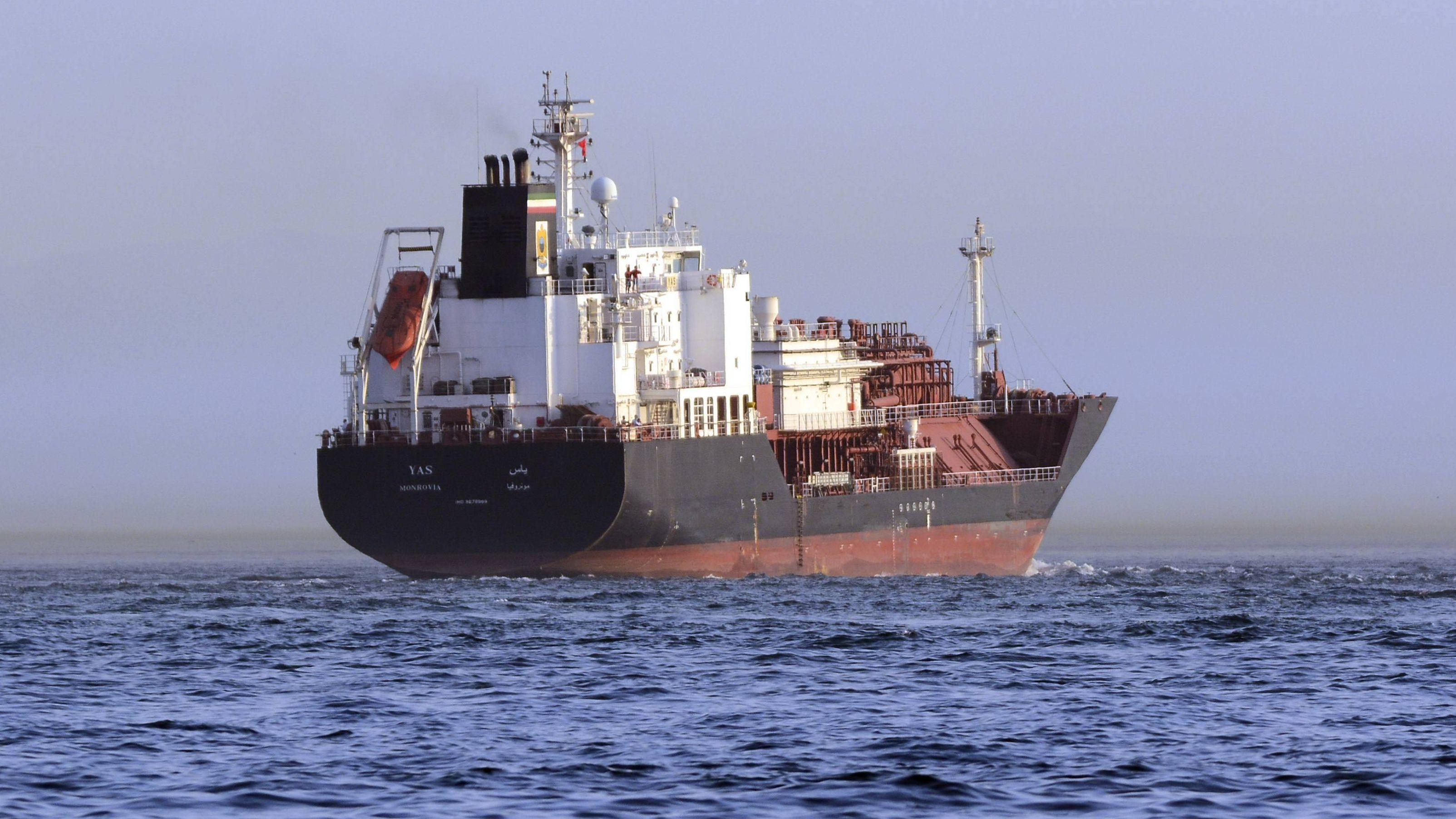 LPG Tanker Yas Monrovia am Bosporus