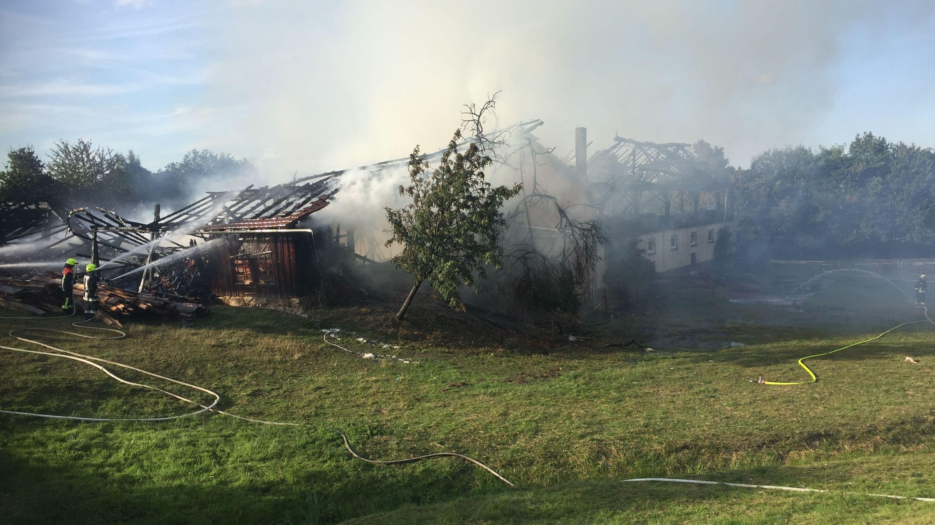 Ein historischer Vierseithof in Haarbach wurde ein Raub der Flammen.