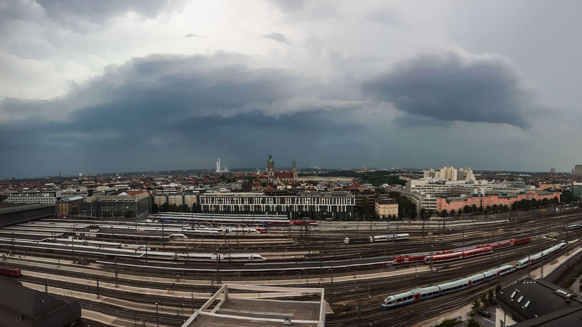 Gewitter-Wolken in München