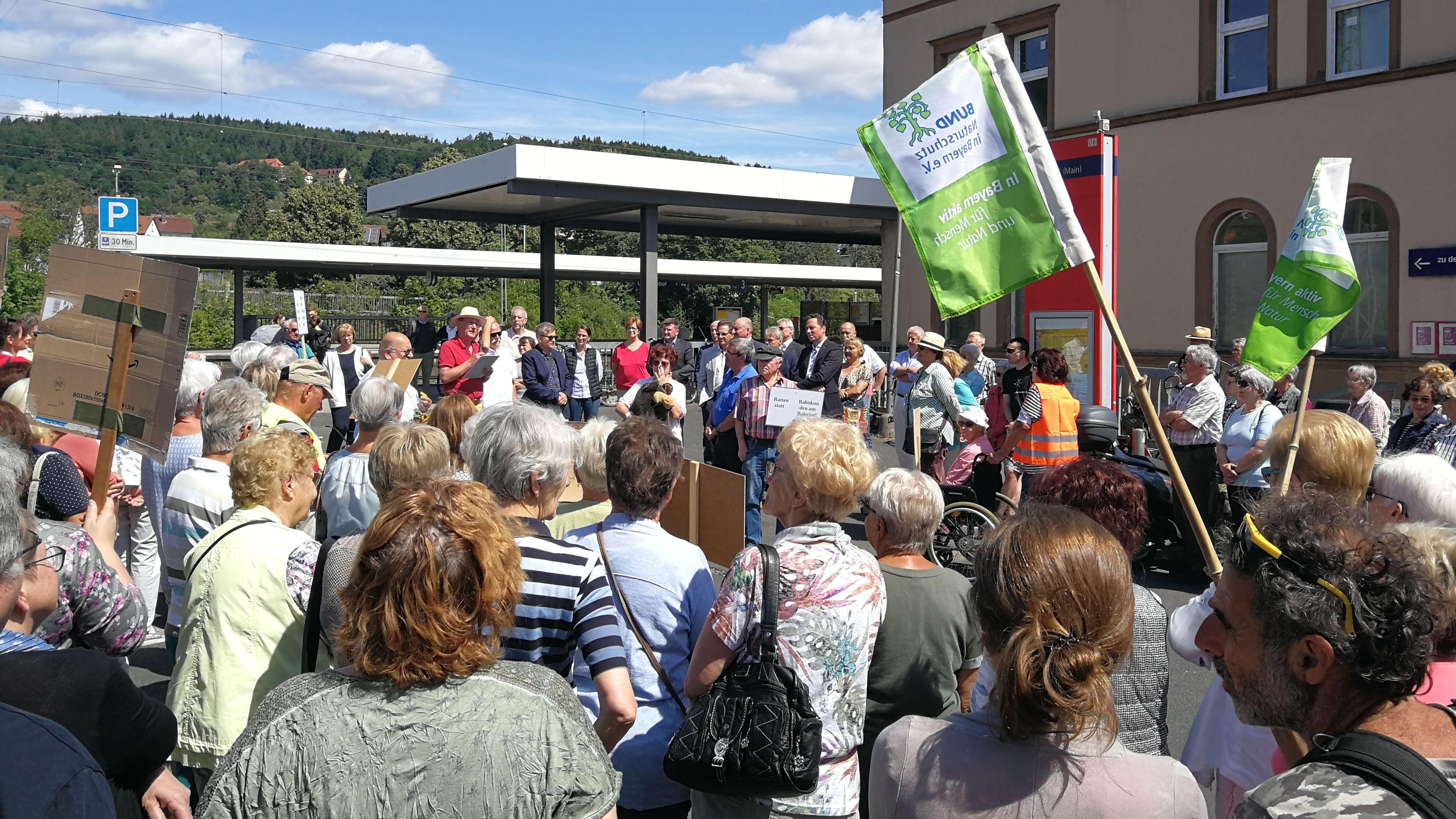 Senioren-Demo am Lohrer Bahnhof
