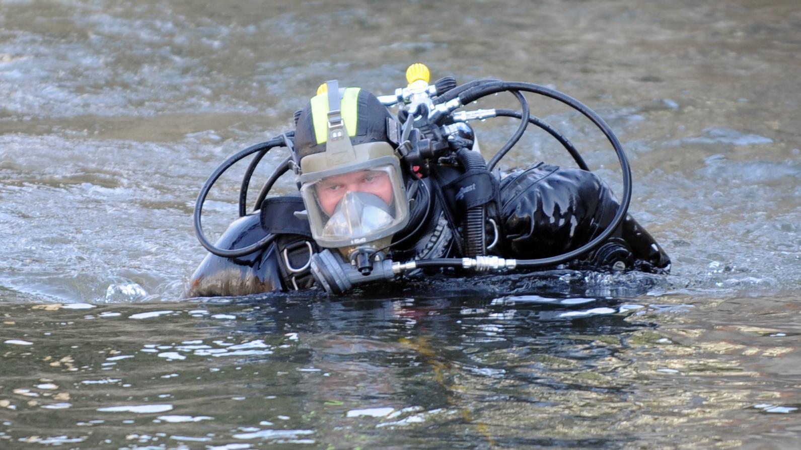 Vermisstensuche im Fluss (Symbolbild)