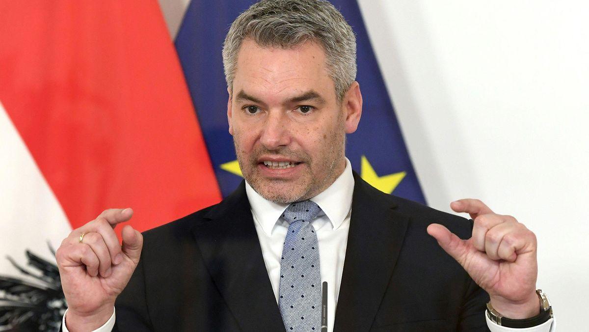 Der österreichische Innenminister Karl Nehammer (ÖVP) bei einer Pressekonferenz im März 2021.